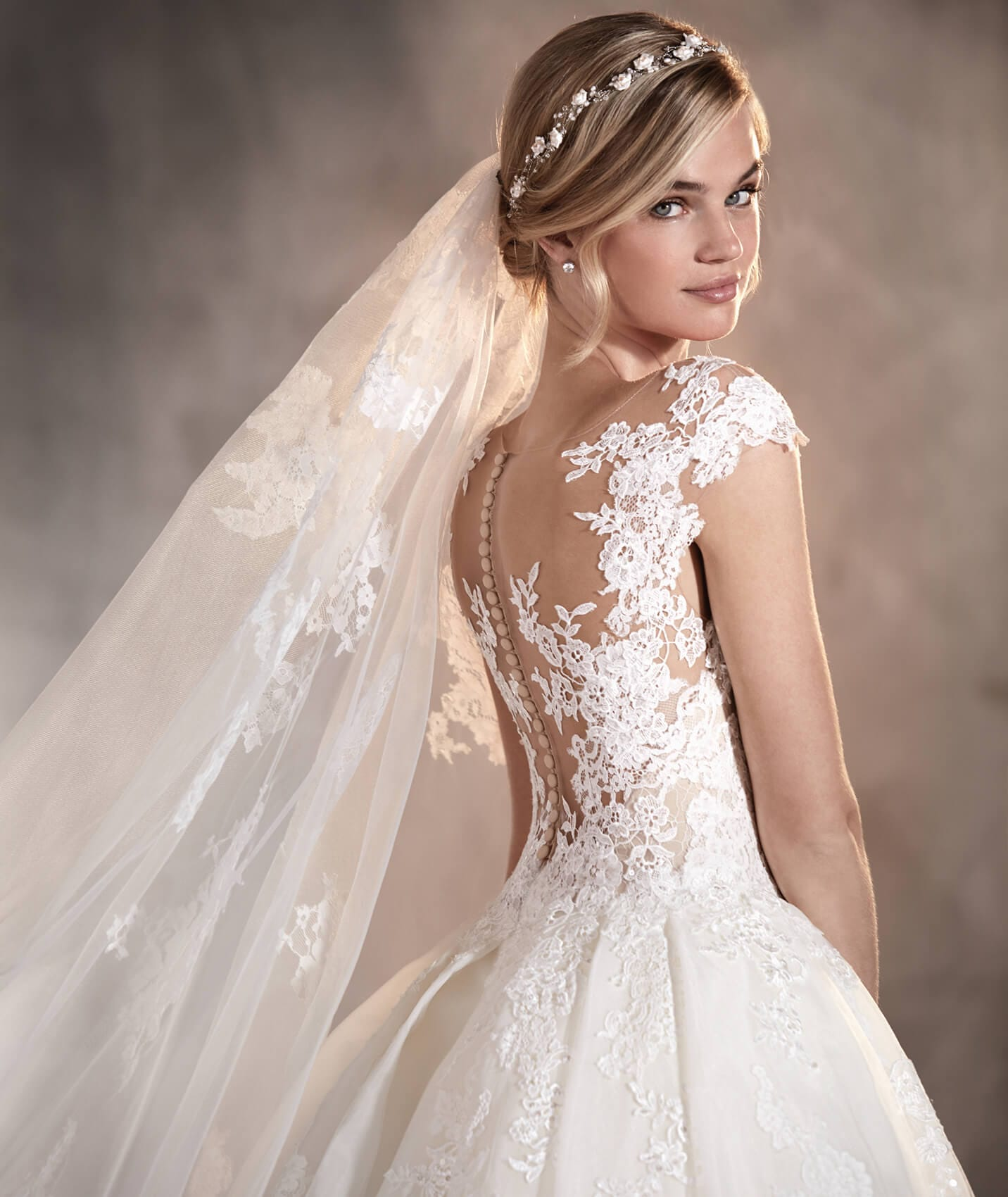 adela vestuvine suknele 3