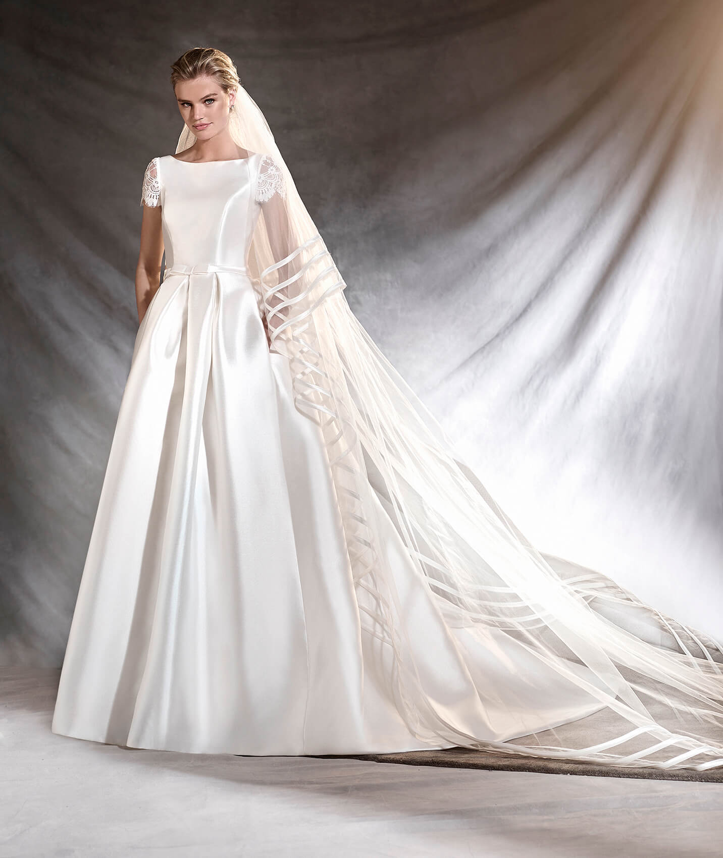Otelo wedding dress