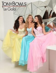 spalvotos sukneles