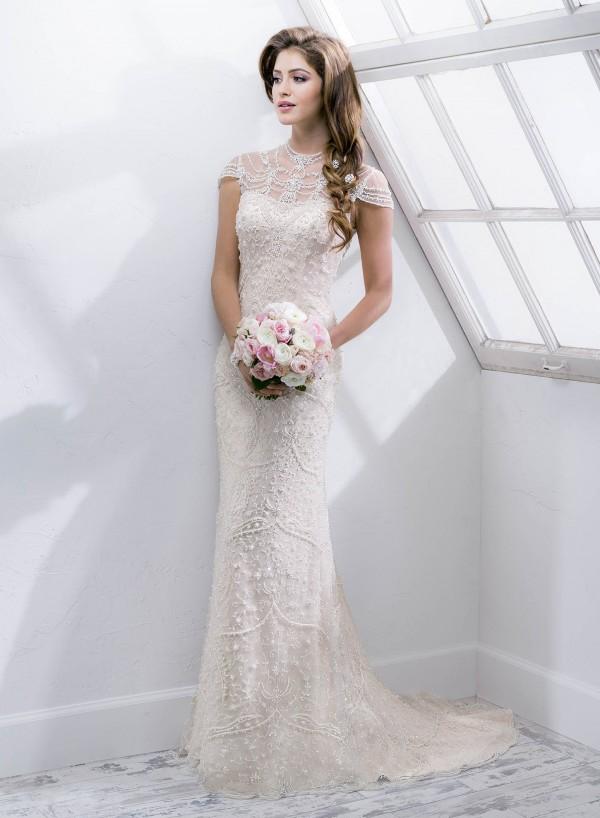 amanie vestuvine suknele