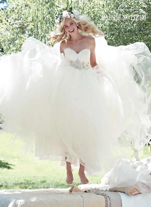 vestuvines-sukneles-aracella