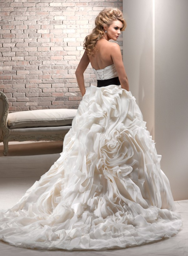vestuvines sukneles juliette 2