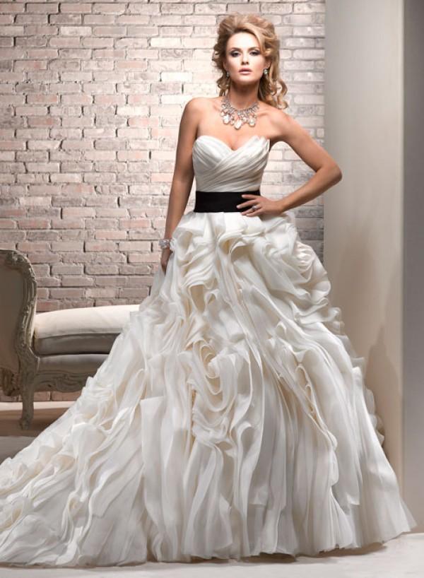 vestuvines sukneles juliette