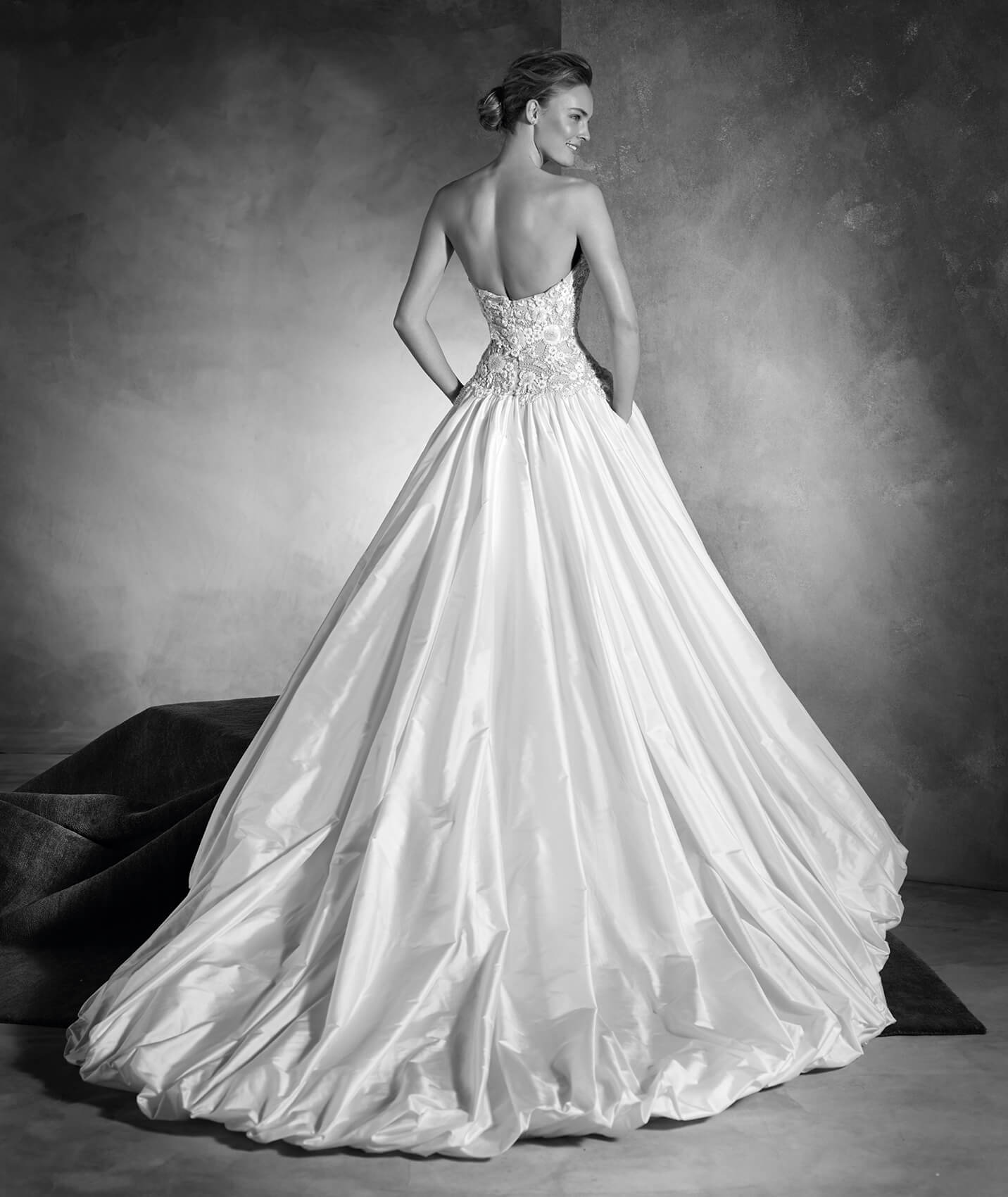 vestuvines-sukneles-pronovias-nadira-3