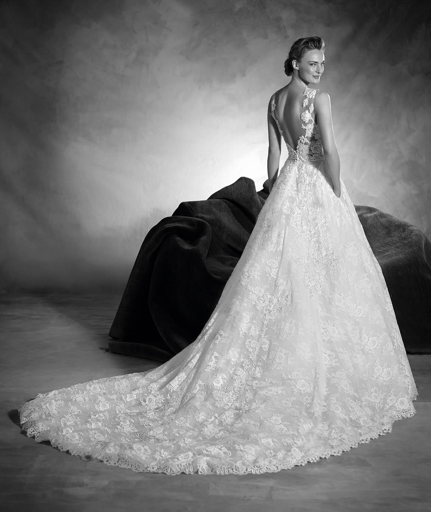 vestuvines-sukneles-pronovias-naiara-3