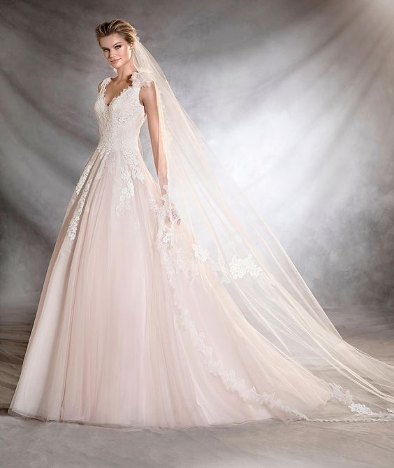 vestuvines-sukneles-pronovias-oana