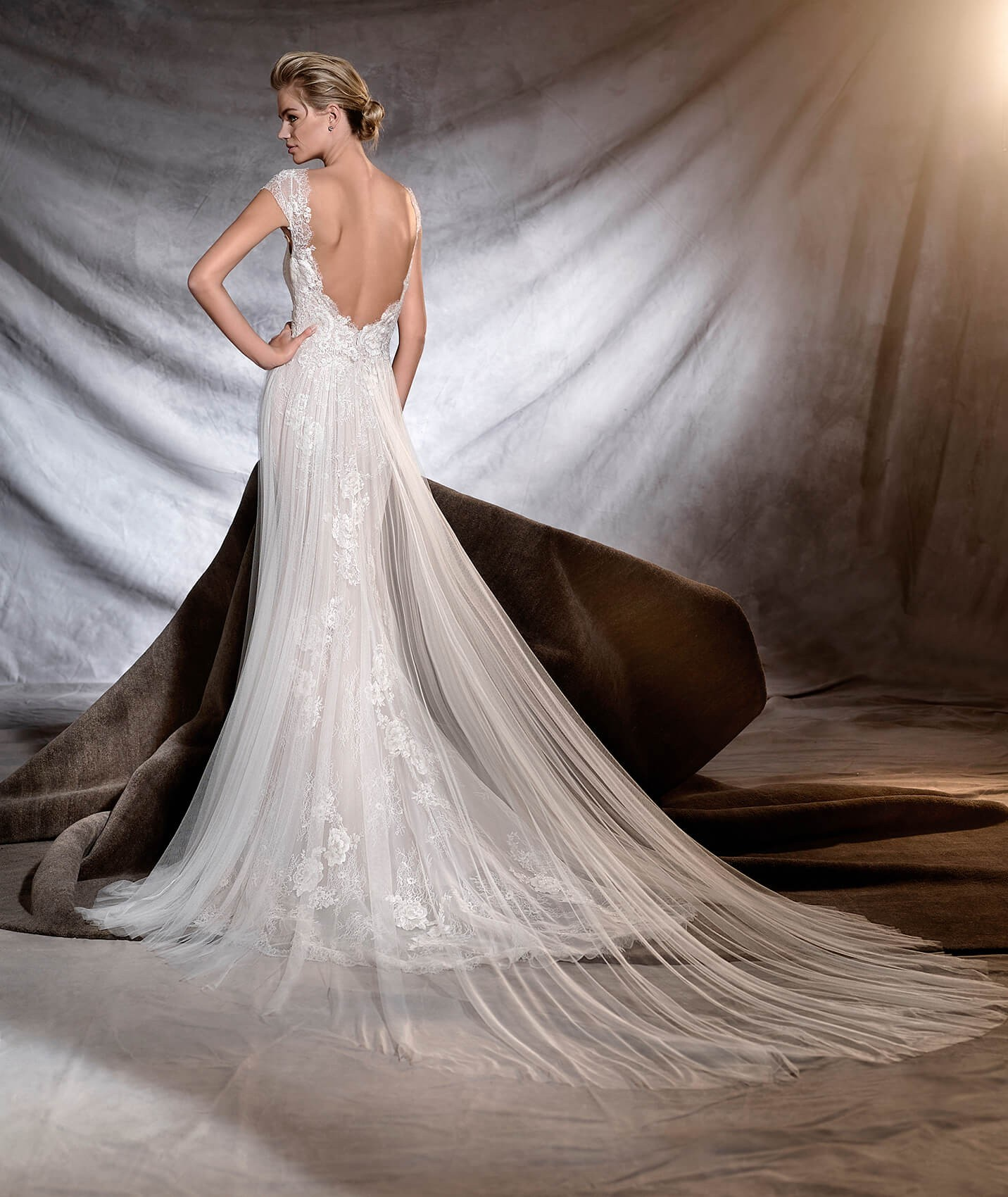 vestuvines-sukneles-pronovias-oasis-3