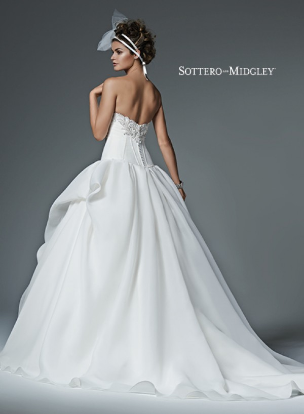vestuvines-sukneles-renita-3