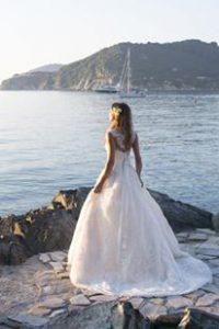 vestuvines sukneles spalva ir audinys kaip issirinkti
