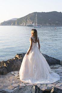 Vestuvinės suknelės spalva ir audinys – kaip išsirinkti?