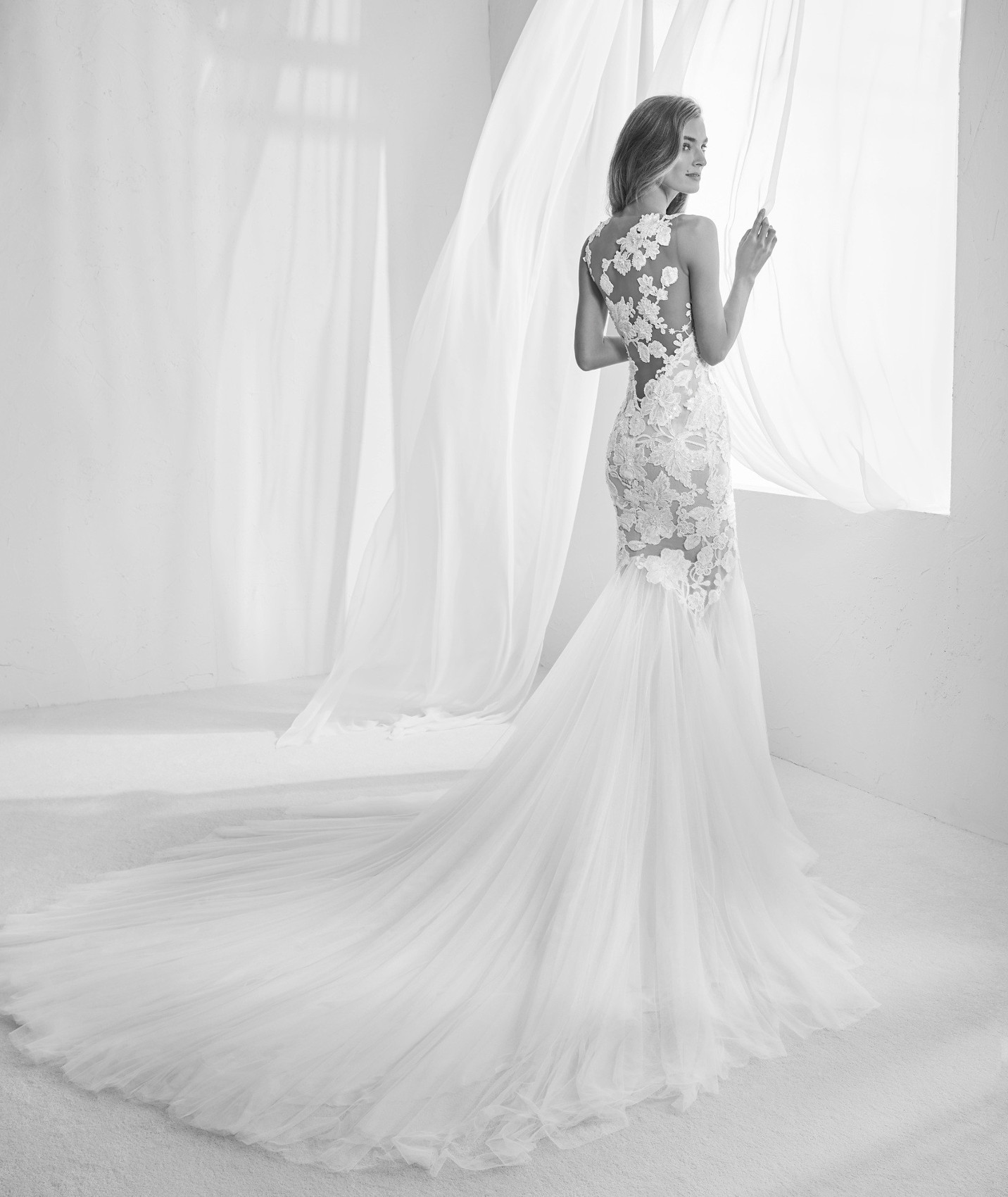 vestuvines-sukneles-atelier-pronovias-raen-b