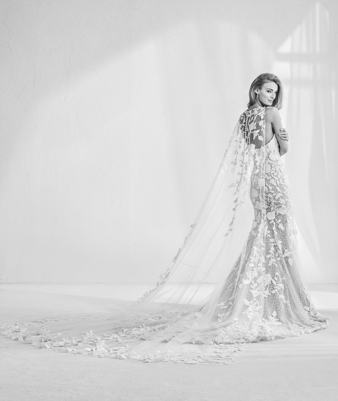 vestuvines sukneles atelier pronovias ramses b