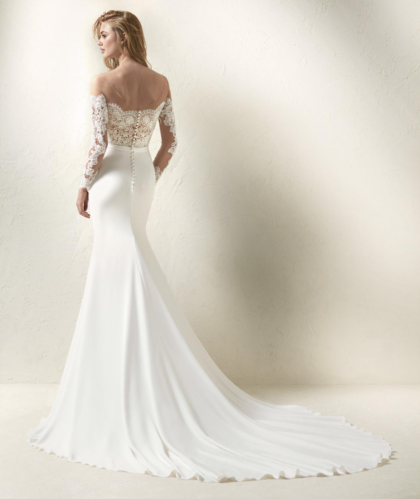 vestuvines-sukneles-pronovias-dracma-b