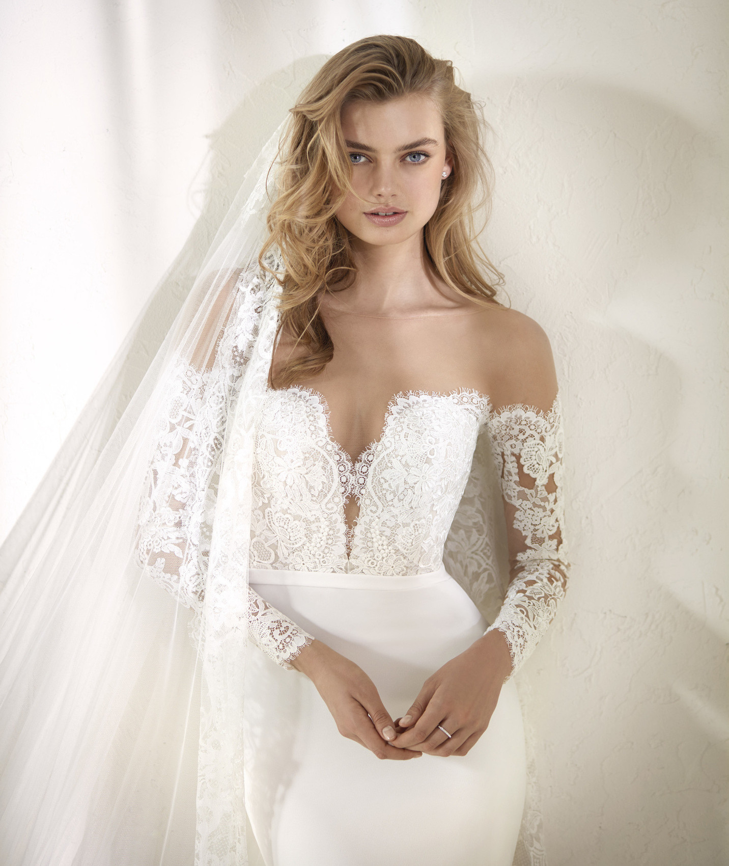 vestuvines-sukneles-pronovias-dracma-c