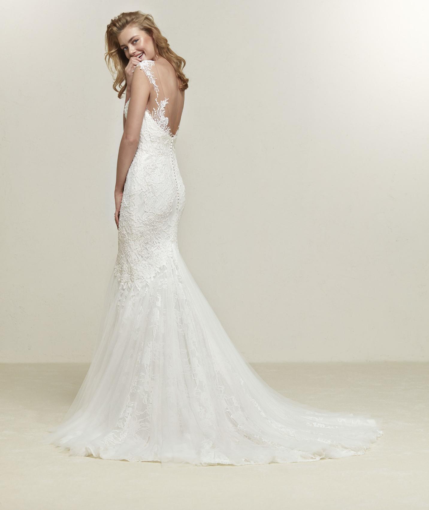 vestuvines-sukneles-pronovias-drina-b