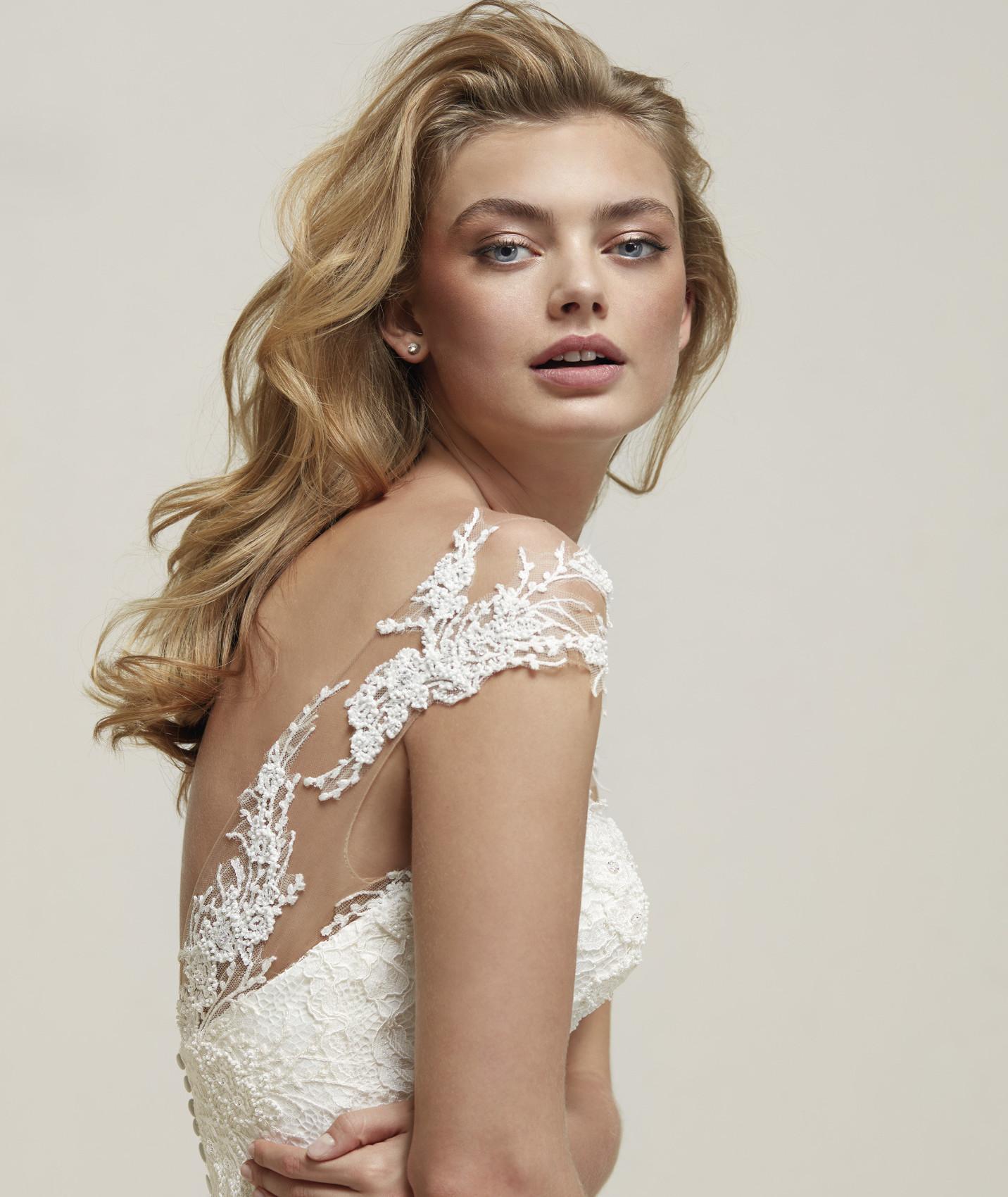 vestuvines-sukneles-pronovias-drina-c