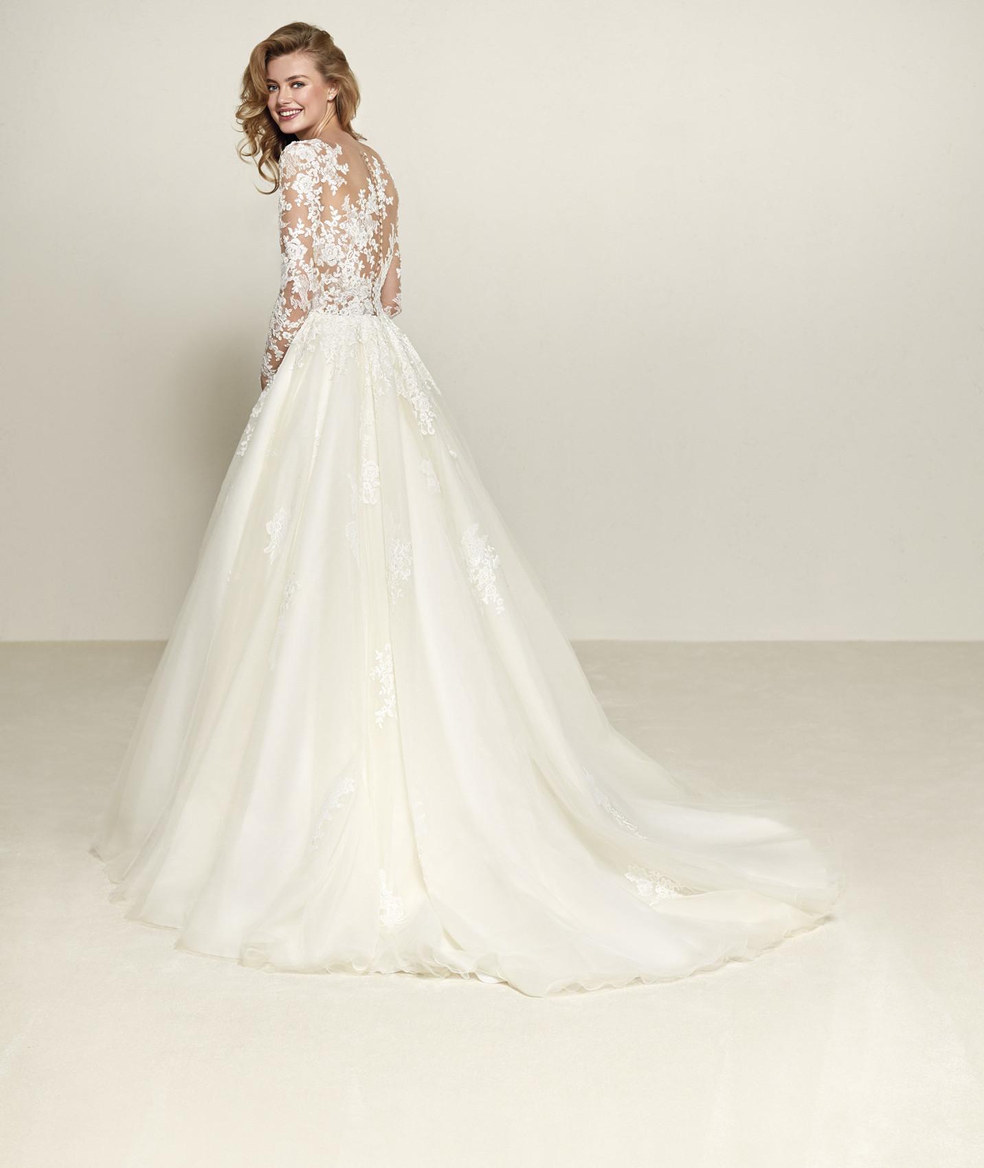 vestuvines-sukneles-pronovias-drizana-b