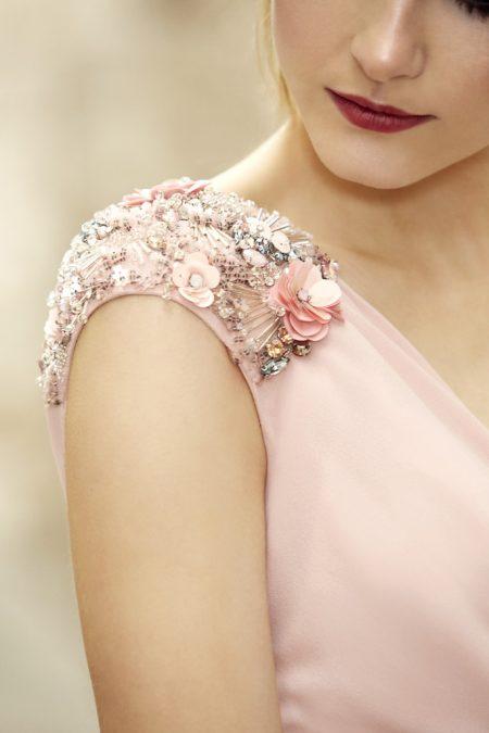 Kokias spalvas dėvėti vasaros vestuvėse?