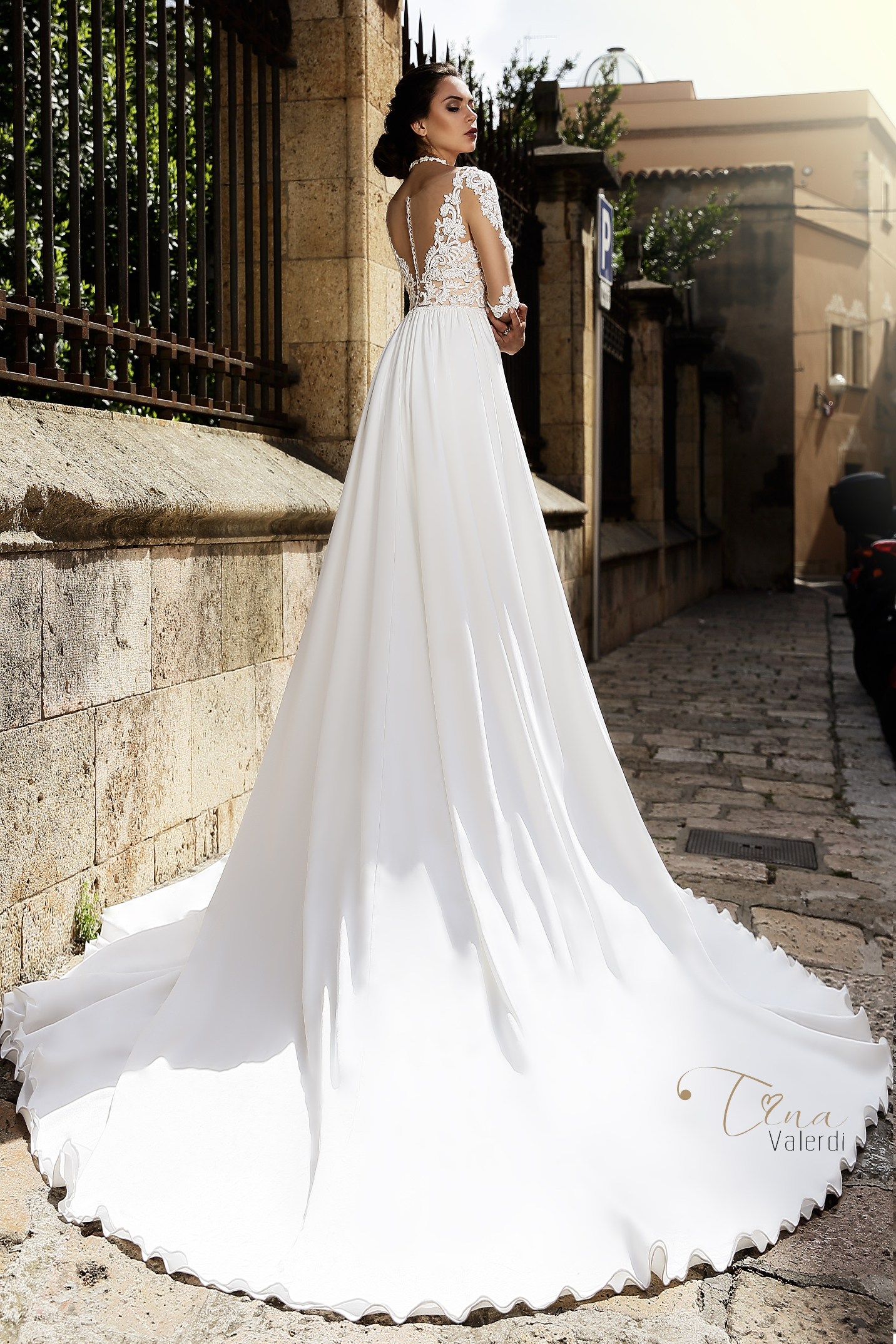 vestuvines-sukneles-tina-valerdi-Carina2