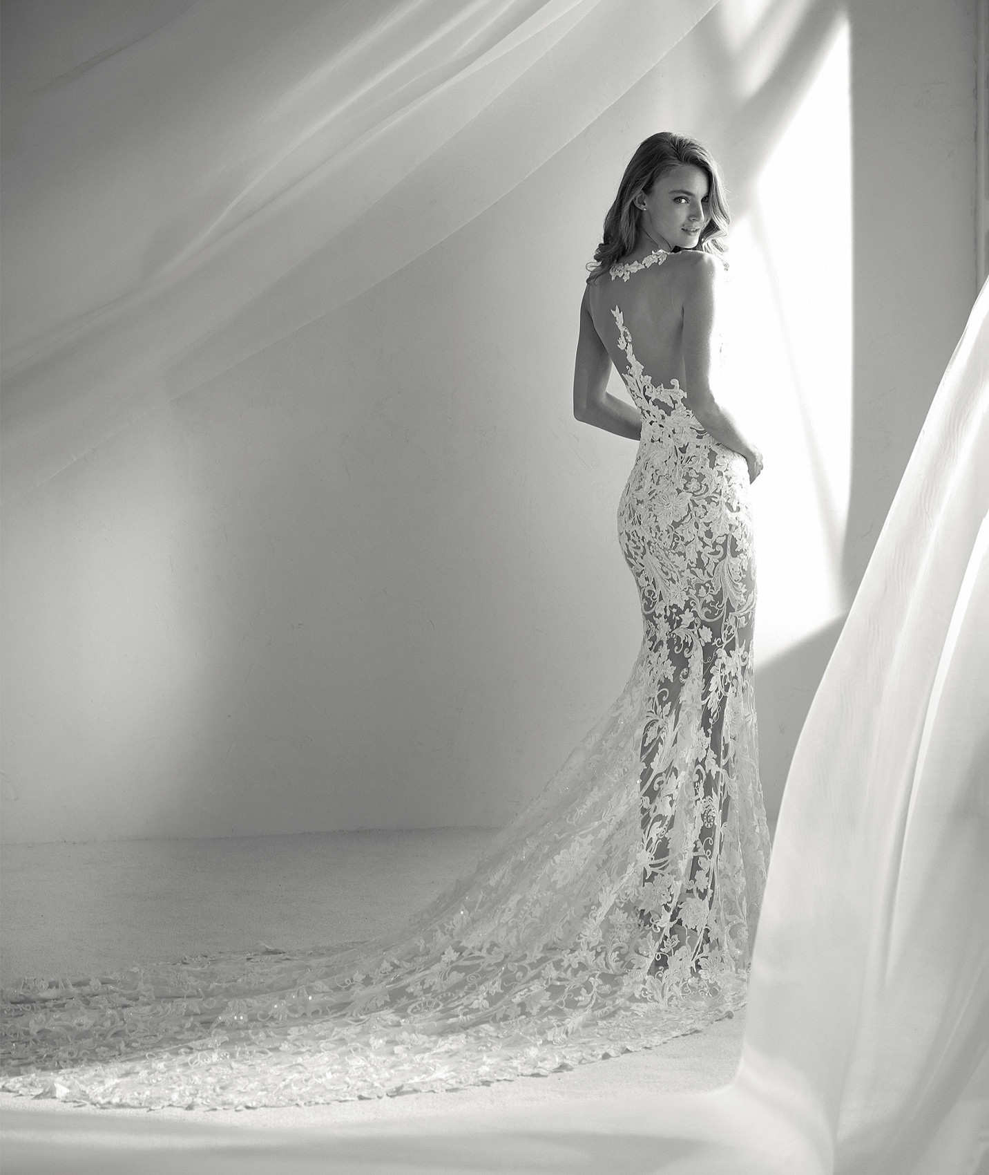 vestuvines sukneles atelier pronovias rubi b