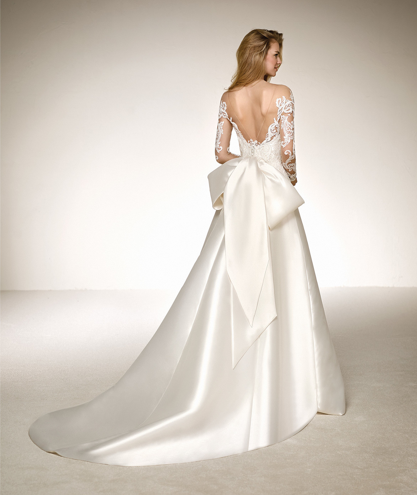vestuvines-sukneles-pronovias-destiny-b