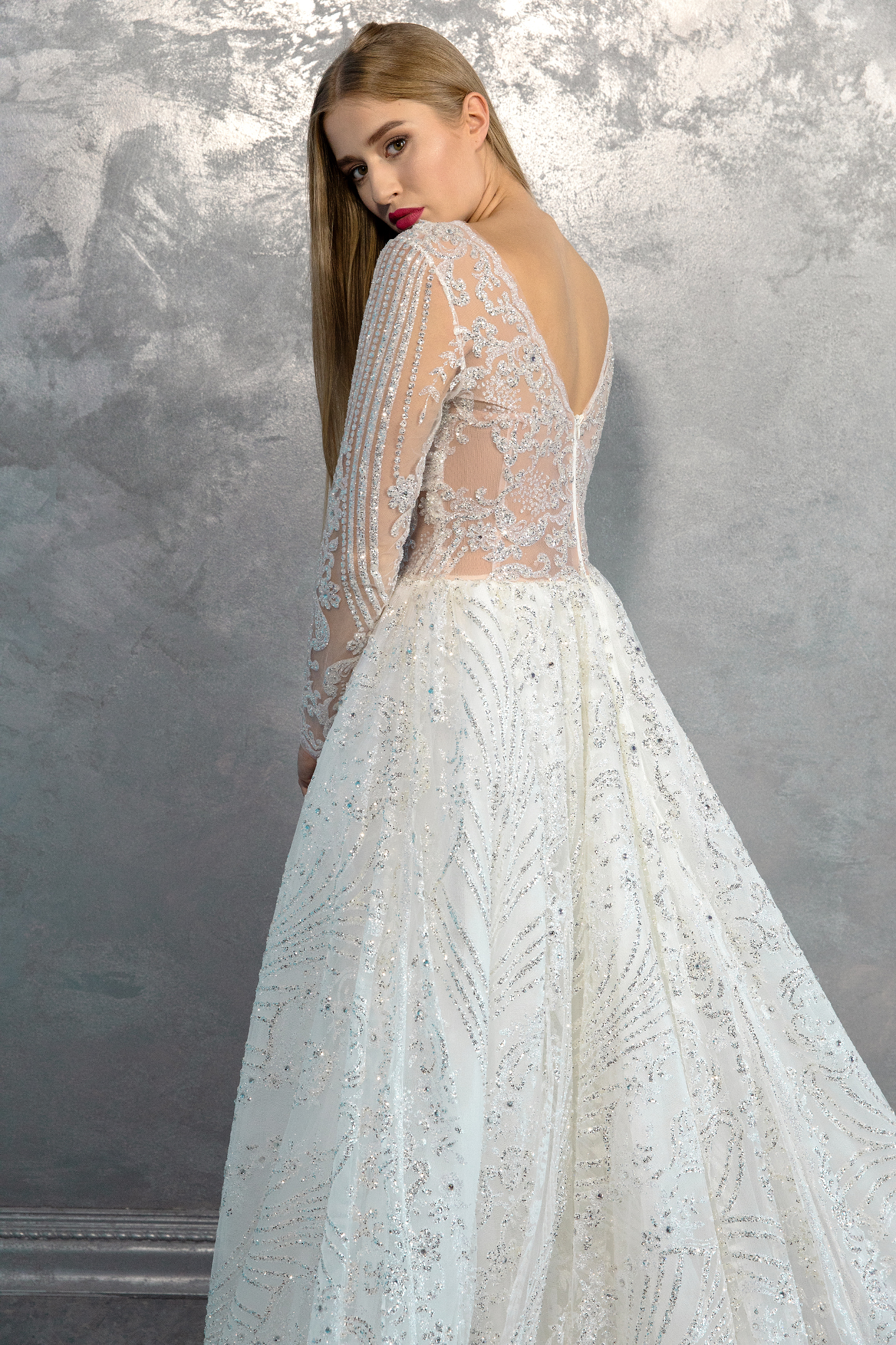 vestuvines-sukneles-nina-sarkisyants-HC-13-2