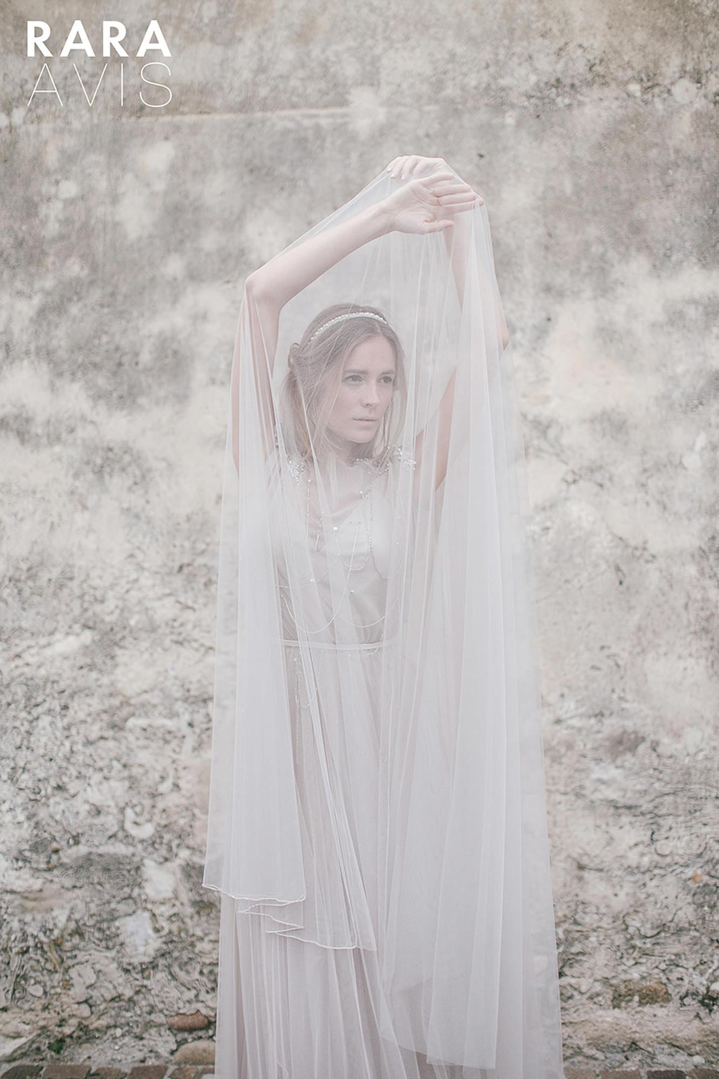 vestuvines-sukneles-rara-avis-ivanel-2