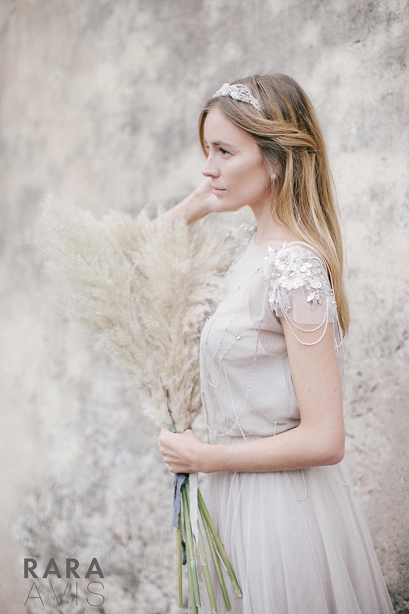 vestuvines-sukneles-rara-avis-ivanel-6