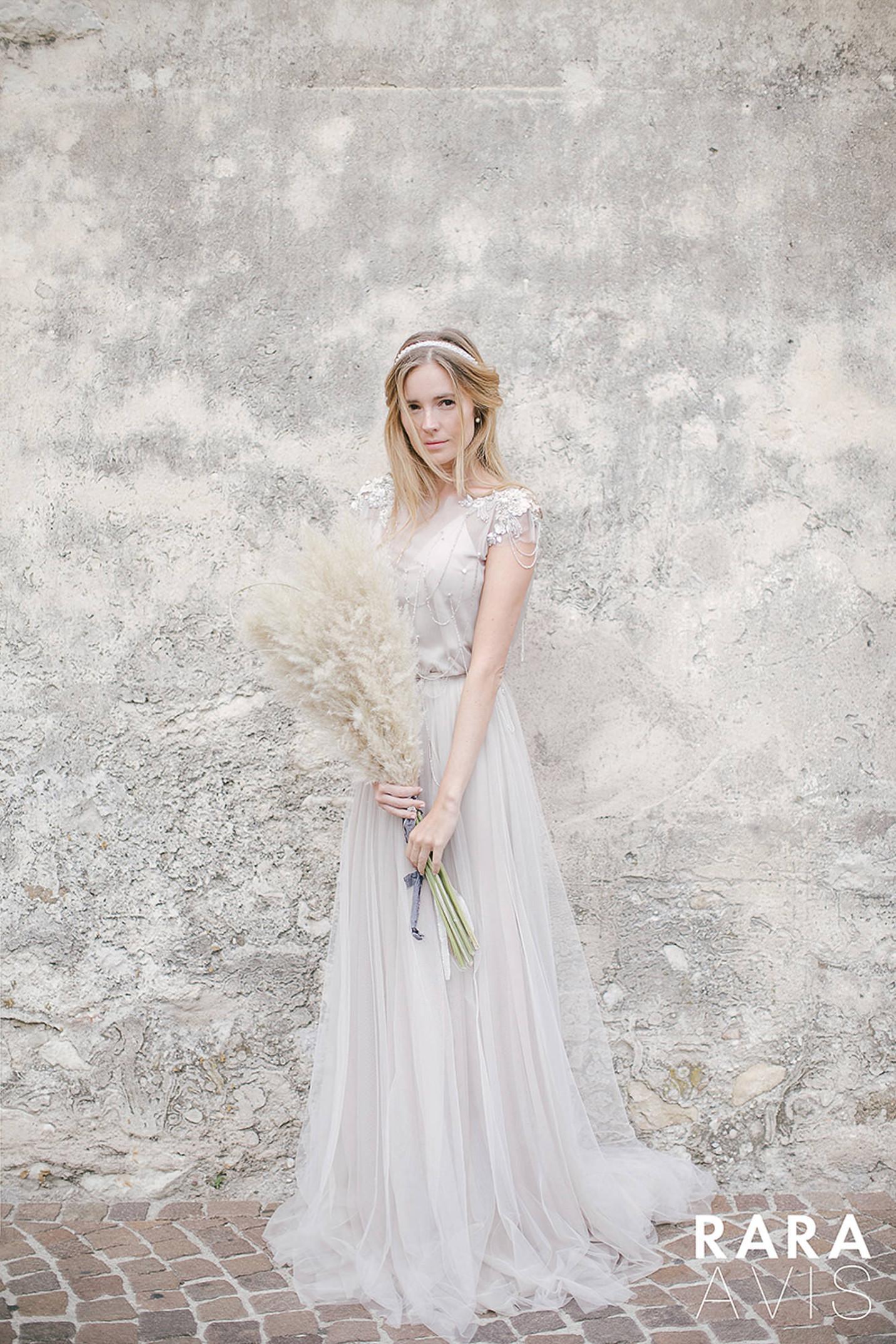 vestuvines-sukneles-rara-avis-ivanel
