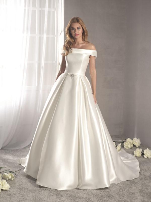 Fara Sposa 5412 wedding dress at Mode Bridal shop Brighton front